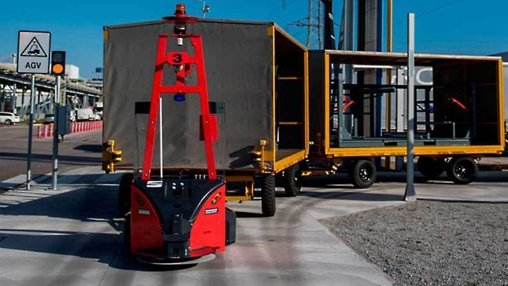 Wir haben ASTI Mobile Robotics bei der Installation seiner ANT®-gestützten Tribot-Transportroboter